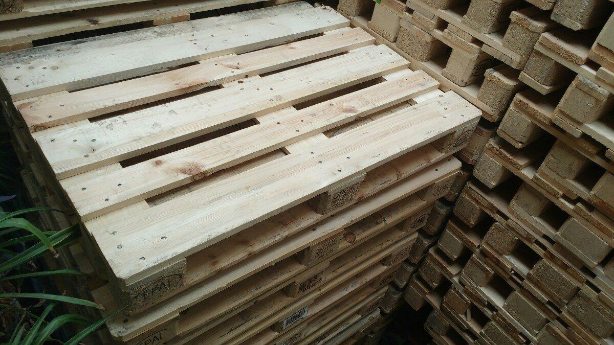 Tarima de madera epal seminueva para muebles o for Tarimas de madera para muebles