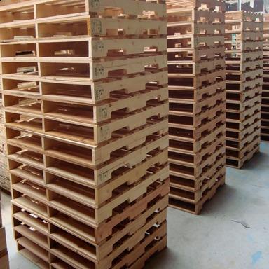tarimas de madera reciclada y nueva