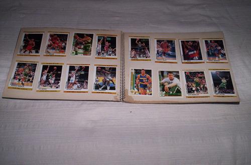 tarjetas y figuritas de basketball en dos carpetas.buen lote