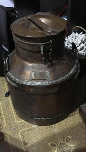 tarro lechero de portería edificio, casi 100 años, 1921.