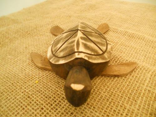 tartaruga em madeira