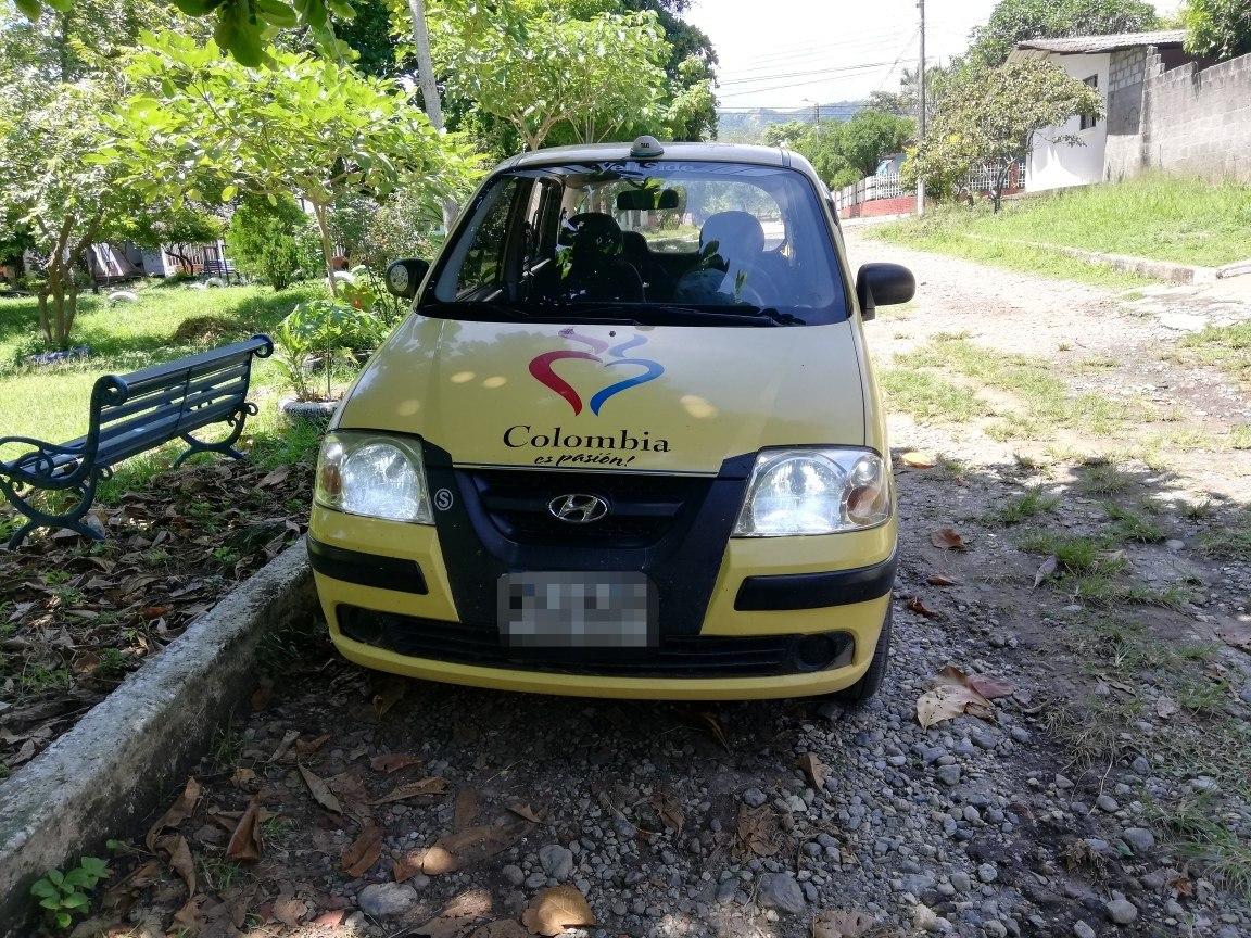 taxi de servicio público y casa en lérida tolima