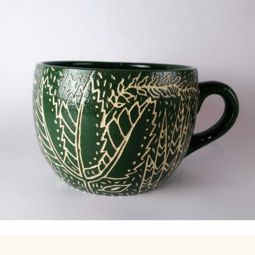 taza artesanal esgrafiada verde