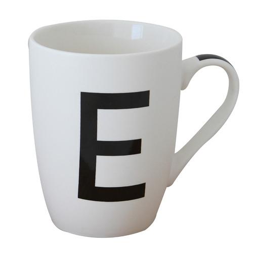 taza blanca letra  e