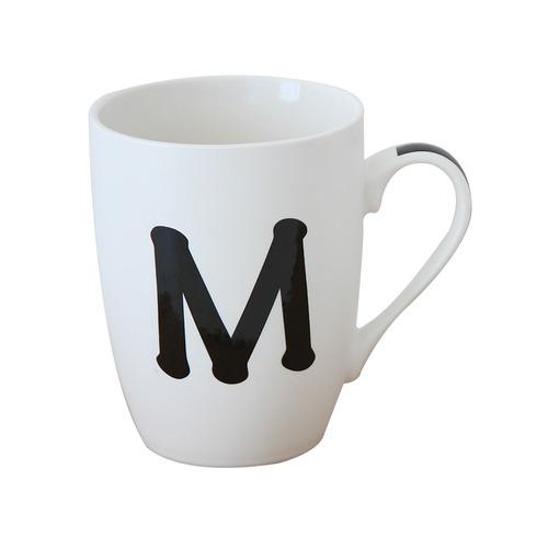 taza blanca letra  m
