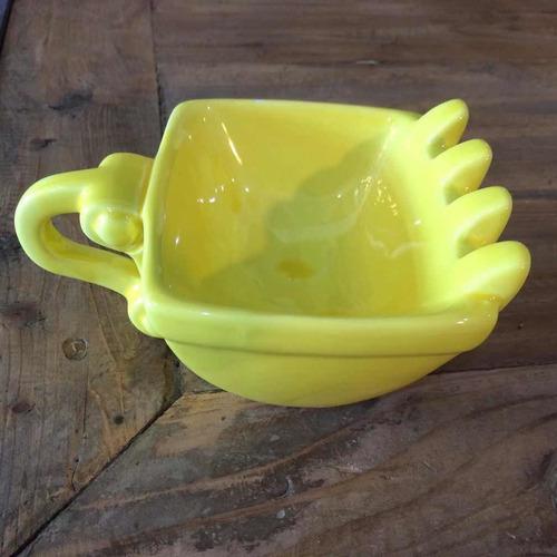 taza con excavadora