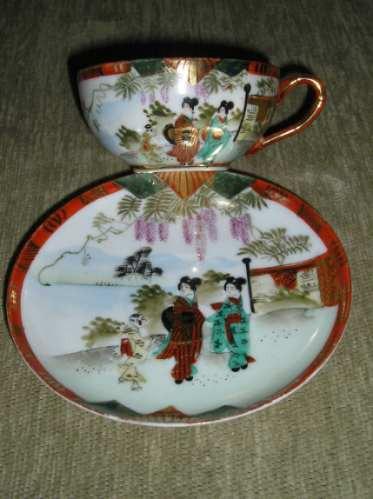 taza con platillo de porcelana