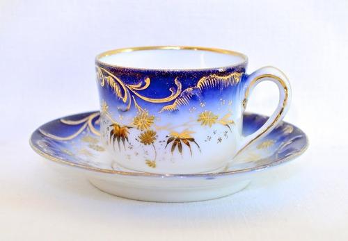 taza de cafe porcelana numerada azul cobalto oro relieve