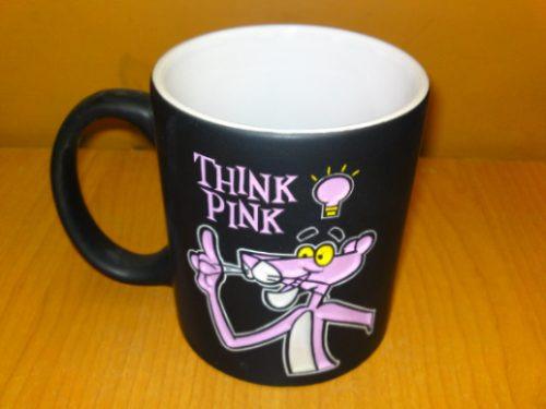 taza grabada de la pantera rosa