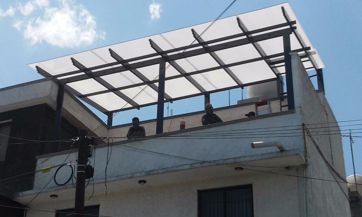 techo con estructura met lica imitaci n vigas 1 ForComo Hacer Una Estructura Metalica Para Techo