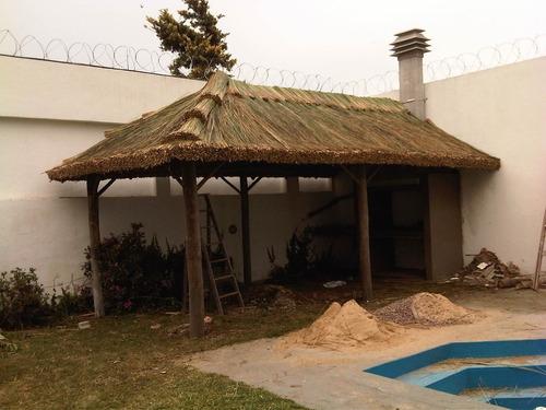 techos de paja, quinchos.
