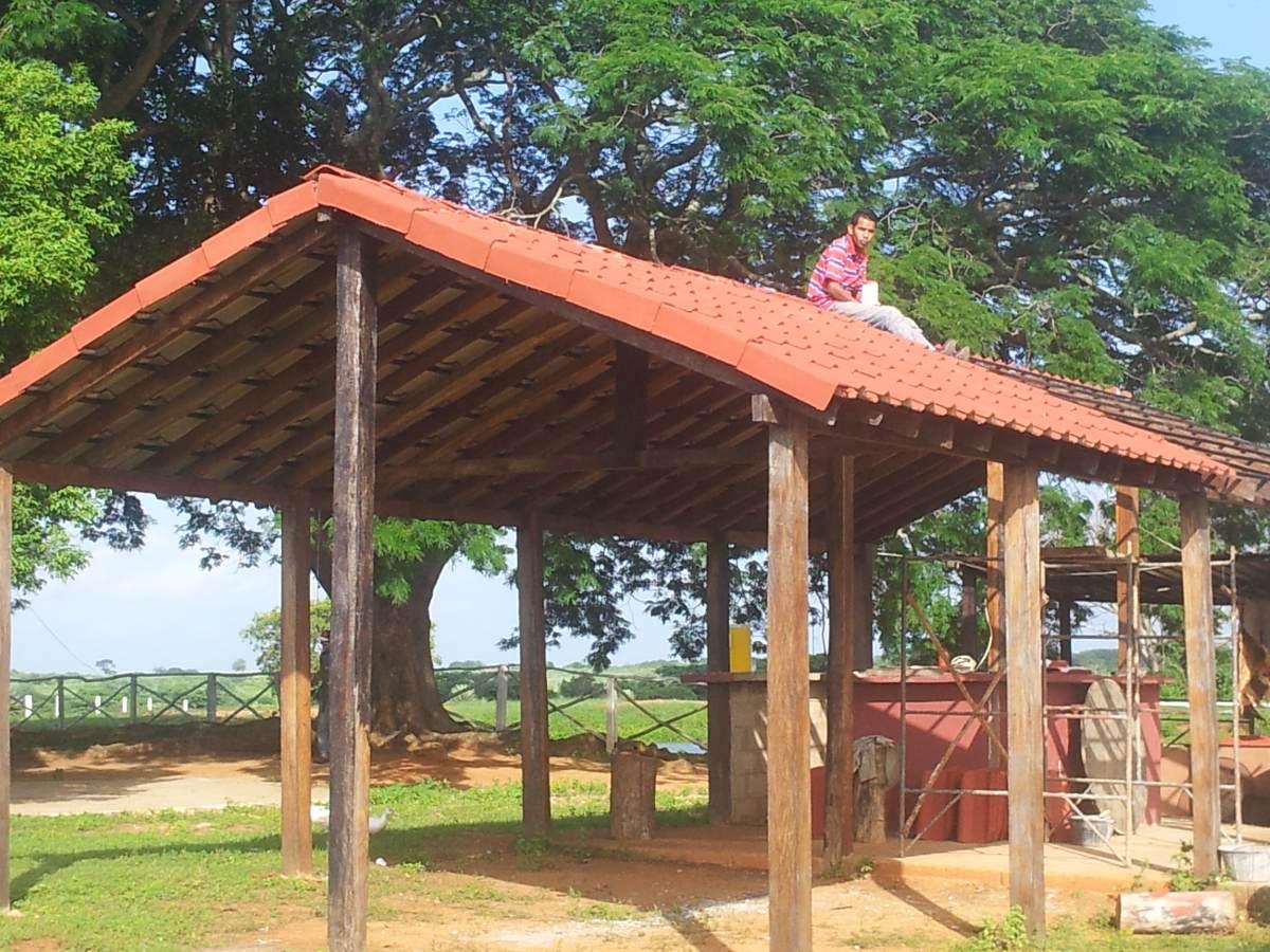 Techos de tejas de fibroconcreto para caney espacios for Tejas livianas para techos