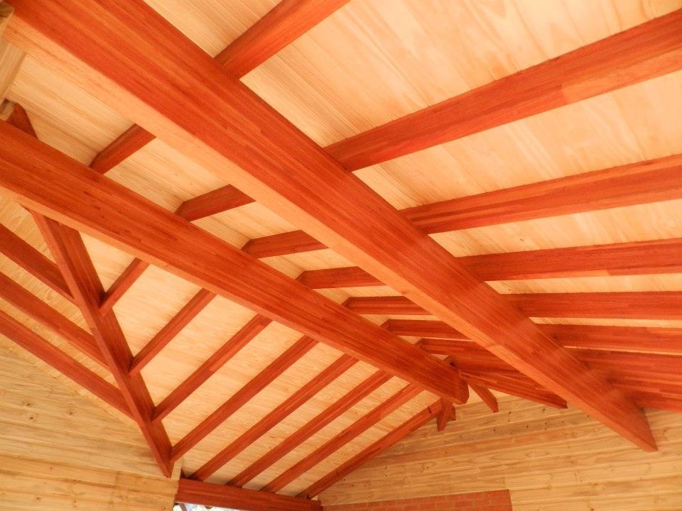 Vigas de madera para techos stunning tratamiento riesgo - Vigas madera techo ...