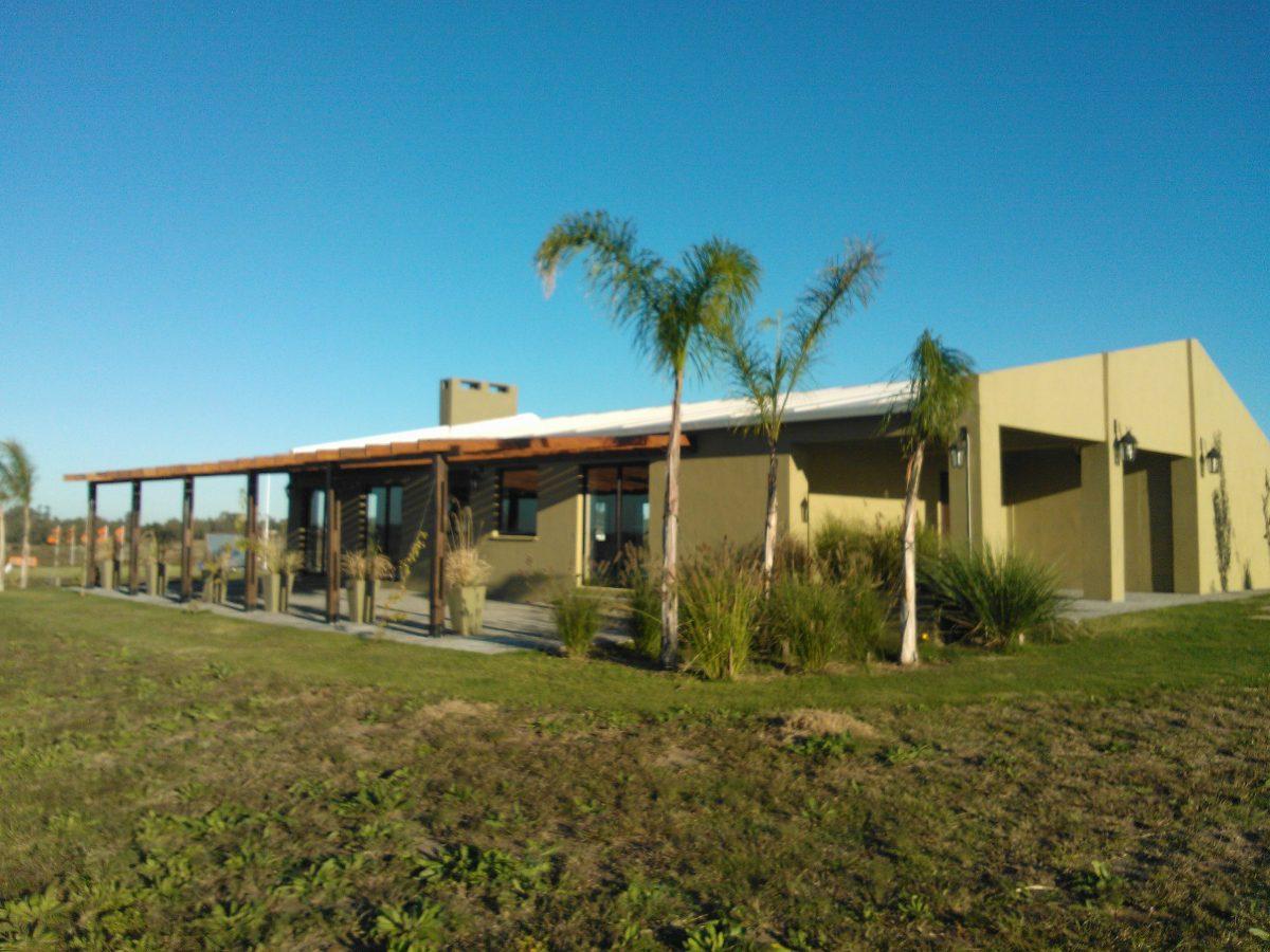 Techos viviendas galpones en isopanel u s 69 el m2 for Fabricas de muebles en montevideo uruguay