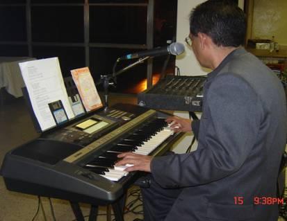 tecladista-cantante solista-versátil