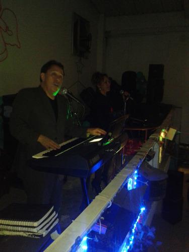 tecladista y dueto musical frecuencia musical