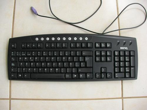 teclado marca benq.