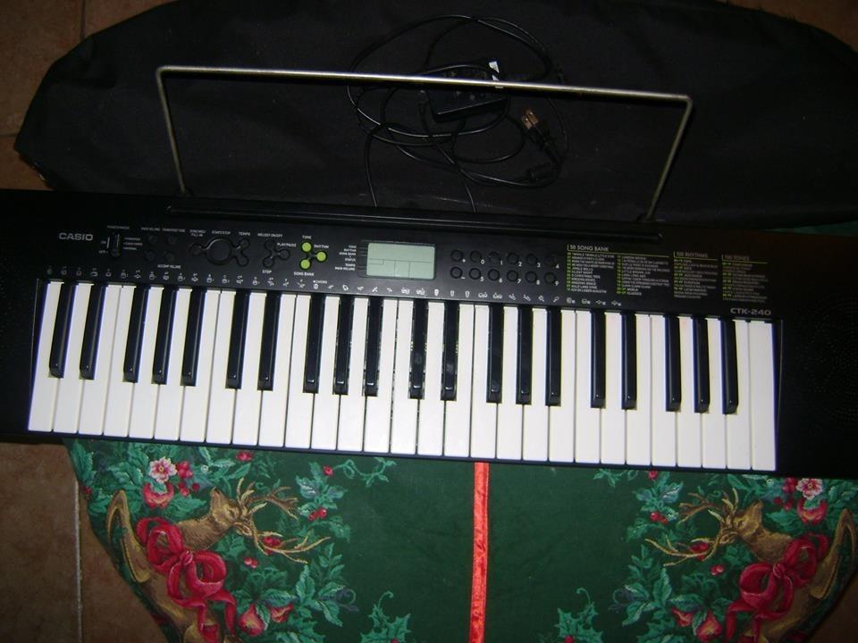 64f0d8e1edc teclado musical marca casio ctk-240 como nuevo. Cargando zoom.