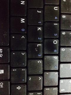 teclado usado testado 100% com pequena marquinha na letra l