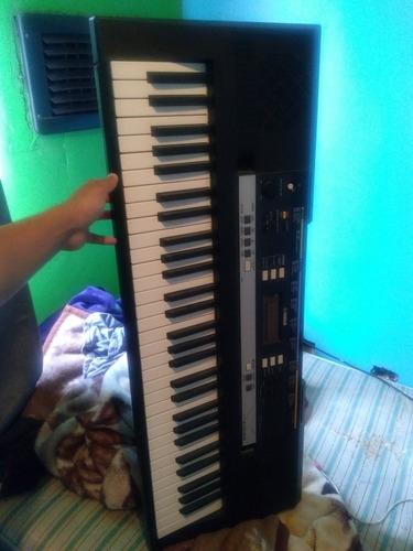 teclado yamaha psr-e243 medio uso, detalles estéticos