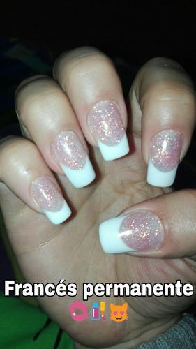 técnica en uñas artificiales