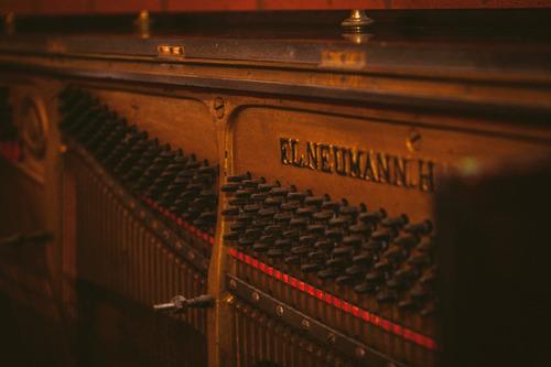 tecnico afinador afinación de pianos sergio fernández