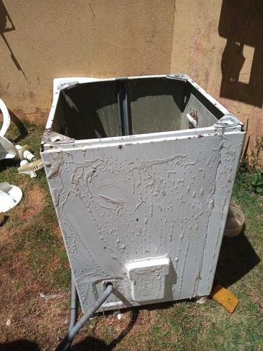 técnico em máquinas de lavar roupas