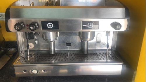 tecnico profesional de maquinas de cafe, molinos y barista