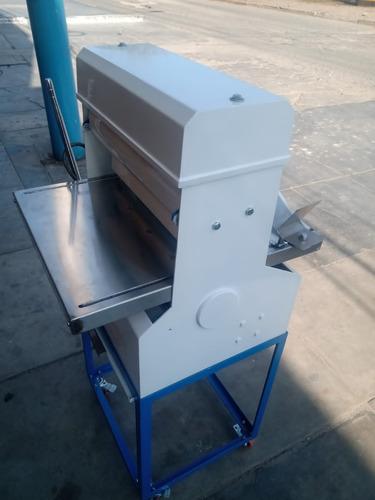 técnicos de maquinas de panadería y gastronomía en general.