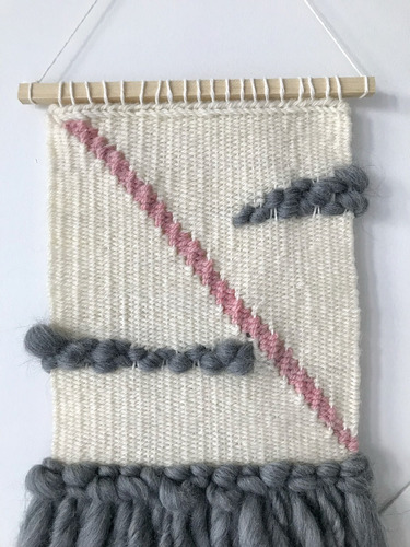 telar decorativo gris y rosa hecho a mano artesanal (chico)