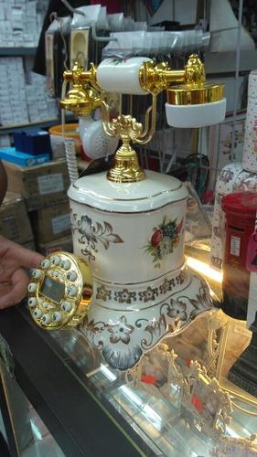 teléfono antiguo de porcelana .