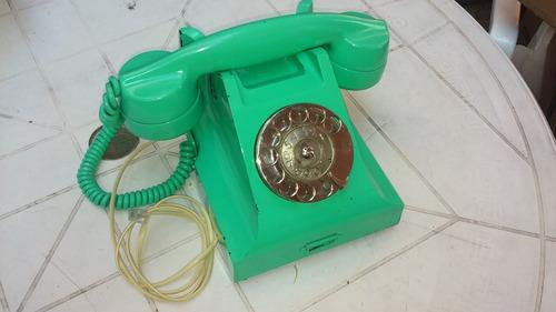 teléfono antiguo funcionando.