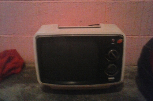 televisor blanco y negro antiguo