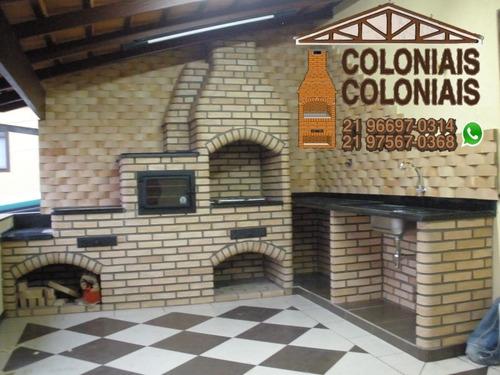 telhados coloniais e churrasqueiras