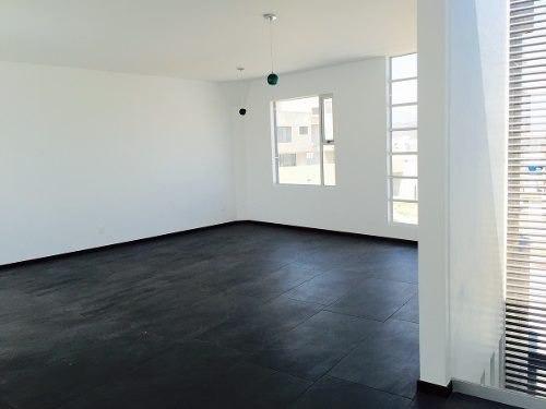tenemos la casa que tanto has buscado, con un maravilloso proyecto moderno que  provee de confortables y bien aprovechados espacios  con inmejorable luz y ventilación natural, pensada para familias a