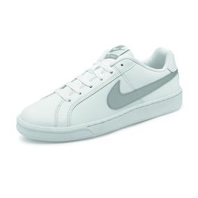 0f4ff29b4e8c9 Tenis Urbano Marca Nike Para Dama Color Blanco plata