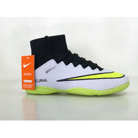 b095b7e559a82 Chuteira Nike Futsal Infantil Rosa - Esportes e Fitness no Mercado Livre  Brasil