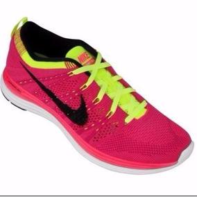 af71619cc9a Tenis Rosa Neon Feminino Da Nike - Esportes e Fitness no Mercado Livre  Brasil