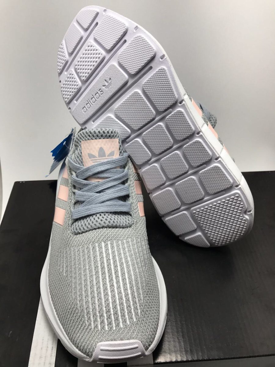 tenis adidas gris con rosa
