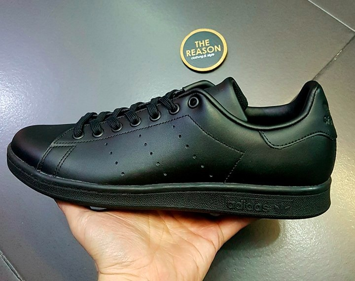 8690ba7d93e tenis -adidas-originals-stan-smith-m20327-negro-the-reason-D NQ NP 671262-MLM26628629691 012018-F.jpg