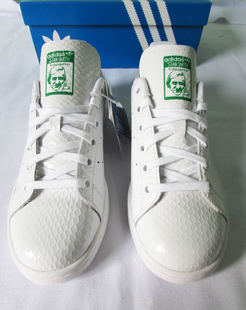 4af7834787 tenis adidas stan smith feminino honeycomb gloss superstar. Carregando zoom.