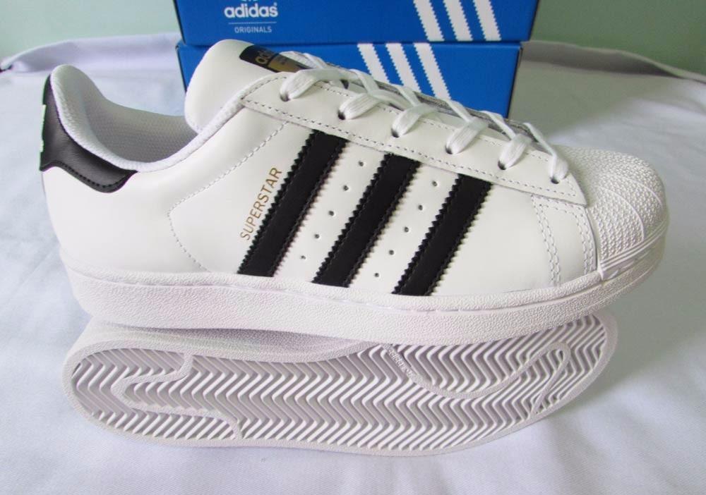 1ac170c75537 tenis adidas superstar 35 original branco e preto stan smith. Carregando  zoom.