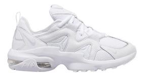 Zapatillas deportivas Nike air max graviton negras con suela blanca