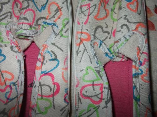 tenis de tela algodón estampada corazones multicolor