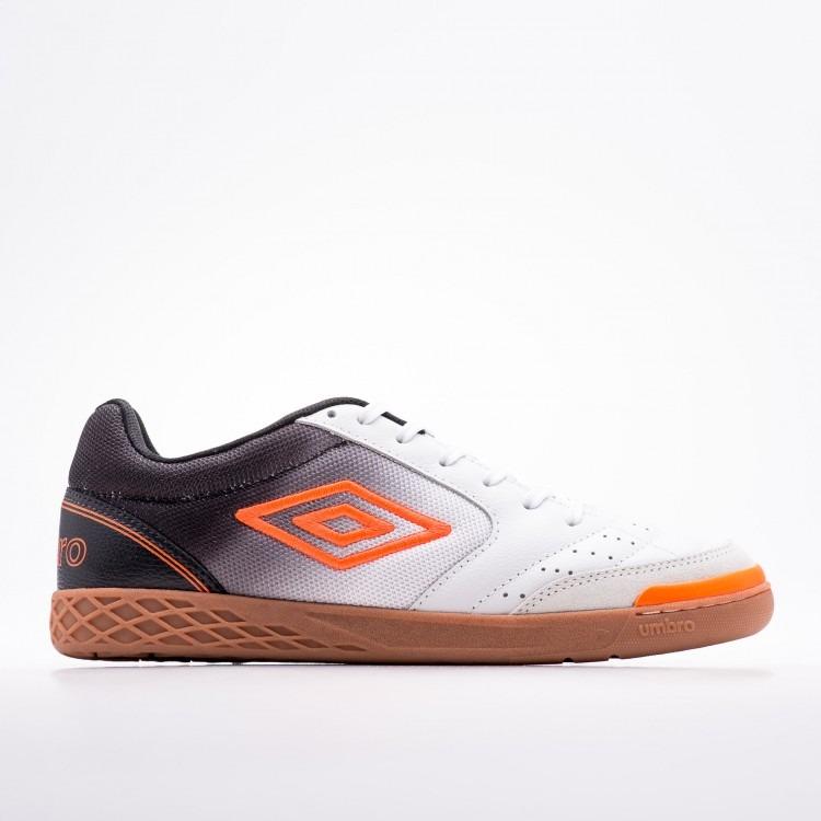 591d055ae24 Tenis Futsal Umbro Box Branco preto laranja - R  259