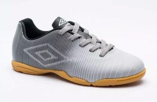 72774bb8c8 Tenis Futsal Umbro Indoor Vibe Infantil Cinza pto bco - R  103