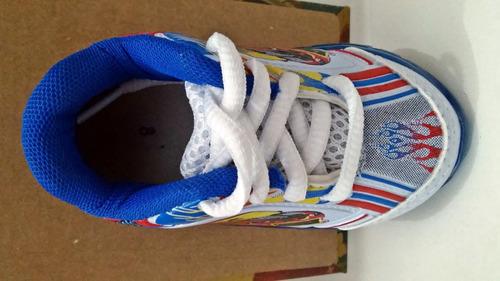 tenis, hot wheels, branco com detalhe azul, com luzes