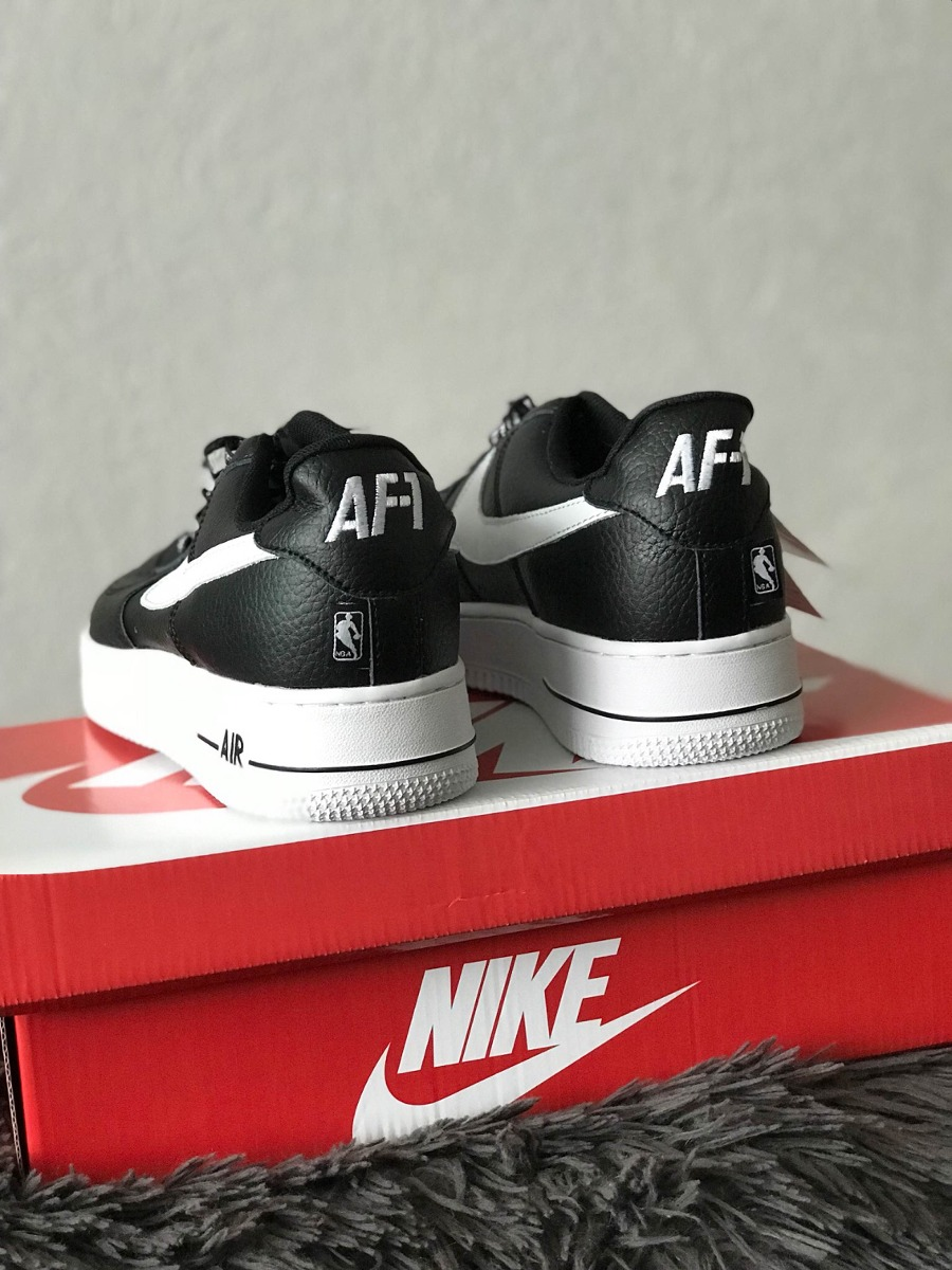 d90655a0ef197 tenis nike air force one 1 nba low black and white. Cargando zoom.