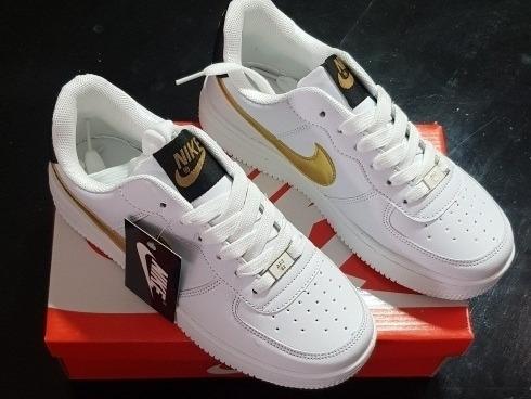 tenis nike air force one blancas con dorado!!
