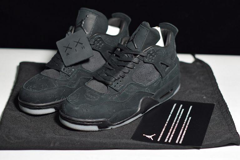 d45df5f4a1e Tenis Nike Air Jordan 4 Retro Kaws Black Original Na Caixa - R  650 ...